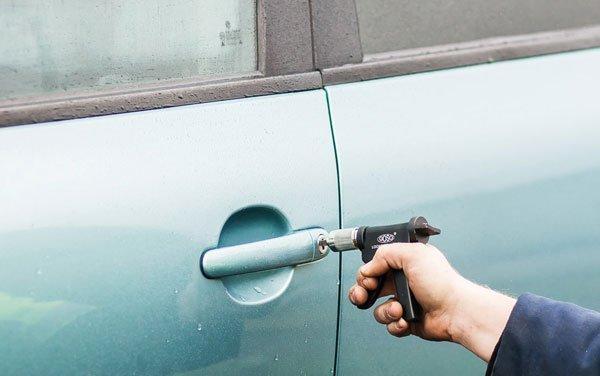 Открыть замок автомобиля без ключа